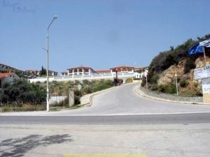 Akrathos 3* (Акратос), Греция, Халкидики (Halkidiki). Вид отеля от дороги.